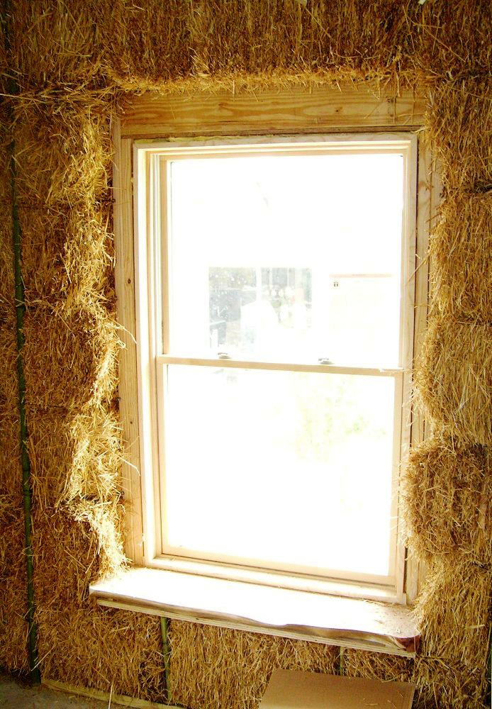 Window in straw wall-construction